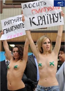 ウクライナの女性団体、大統領選投.jpg